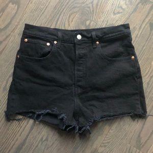 Levi's black ribcage shorts 30